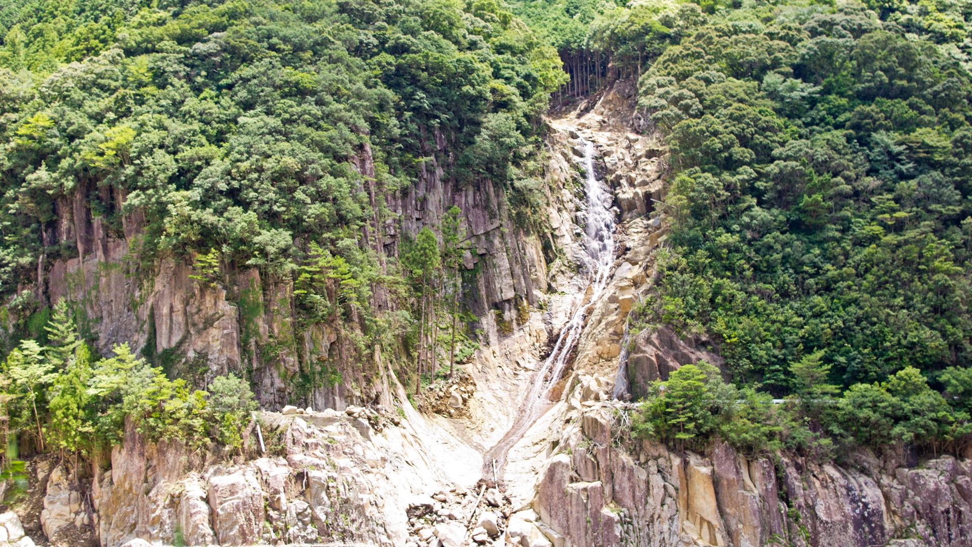 熊野の崖崩れ滝