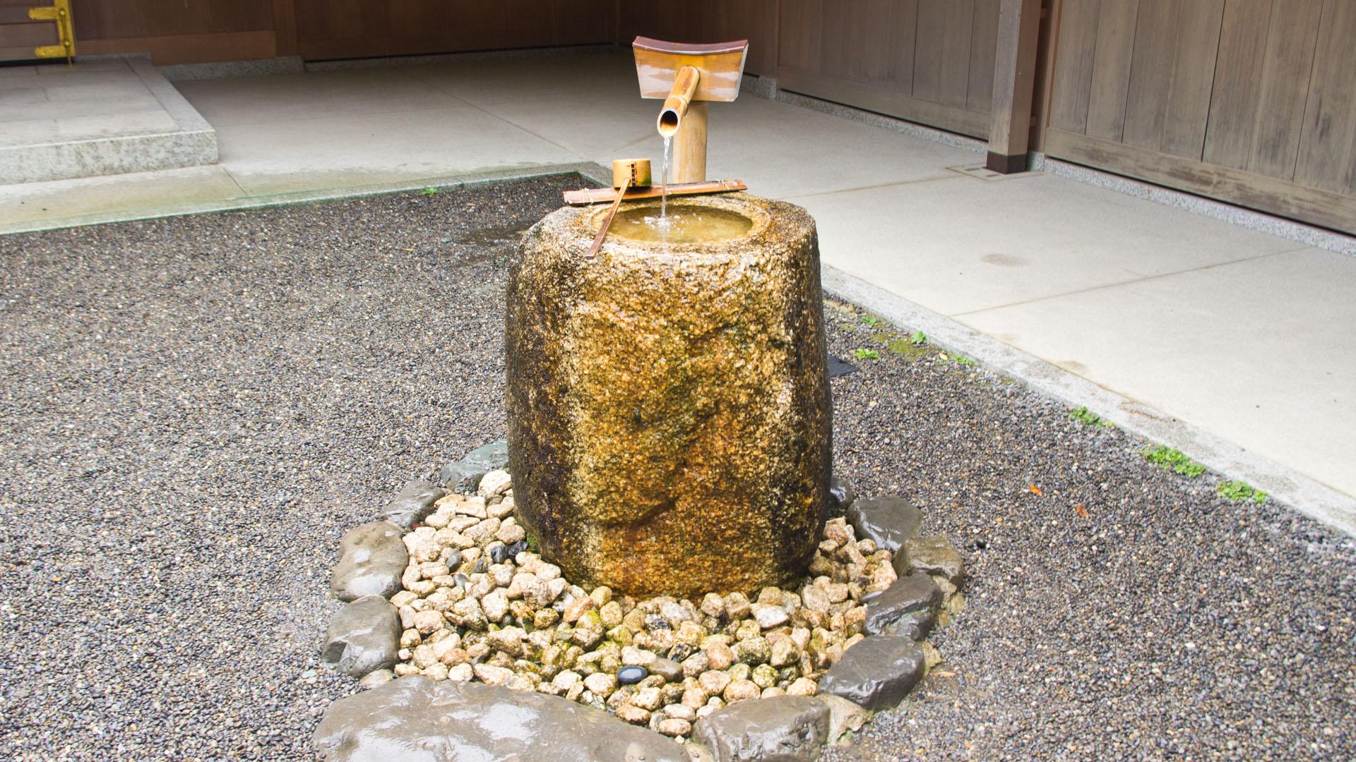 外宮神楽殿前の御手洗
