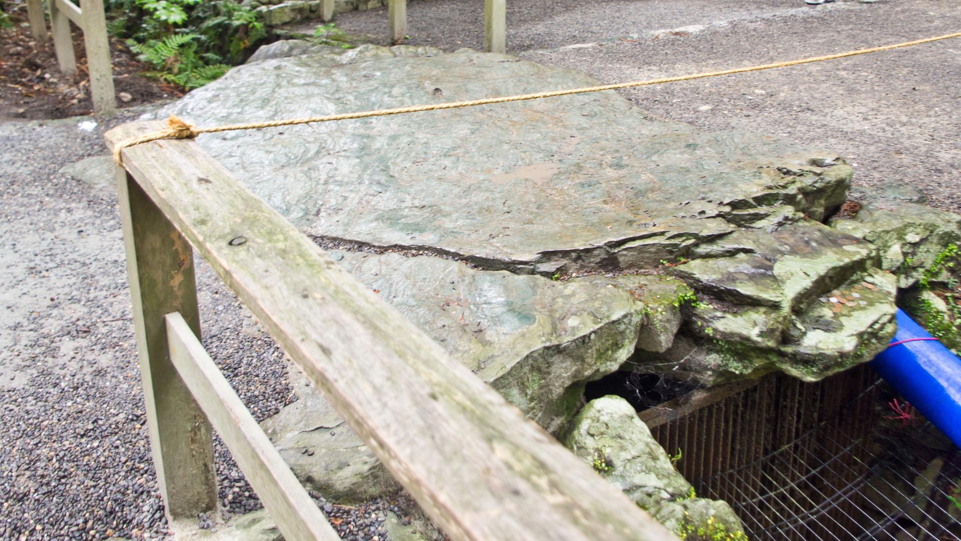 外宮「亀石」の石橋